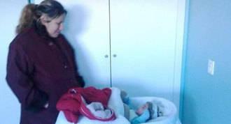 Desahuciada una familia con dos hijos, uno de mes y medio de vida