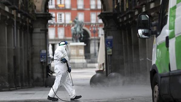 Madrid ha desinfectado ya 15 hectáreas de aceras y 34.534 kilómetros de calle