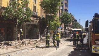 Tres heridos tras desprenderse una cornisa de 10 metros en un edificio de Carabanchel