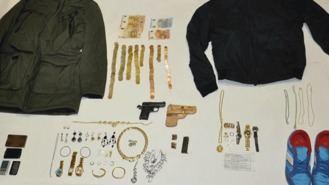 Detenido un preso fugado tras atracar con pistola dos bancos y una joyería