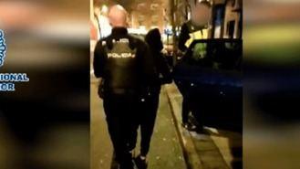 Dos detenidos por apuñalar a un joven que confundieron con otra banda en Puente de Vallecas