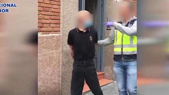 Un hombre detenido por asaltar dos tiendas de comida en Puente de Vallecas