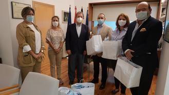El Ayuntamiento dona dos mil mascarillas a la Asociación de Rumanos del municipio