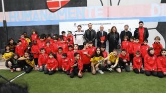 Las Dragonas de Lavapiés crean un equipo de fútbol de chicas y otro para madres
