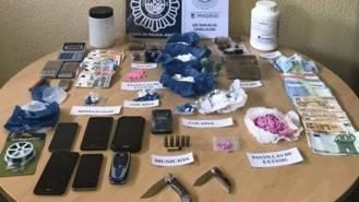 Desarticulados dos puntos de venta de droga en un mismo edificio de Canillejas
