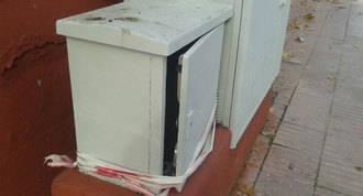 Denuncian el mal estado de los armarios eléctricos de las calles