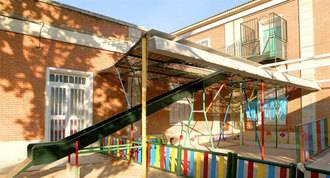 110 niños trasladados por una plaga de mosquitos en una Escula Infantil