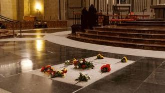 El Gobierno decreta la exhumación de Franco, 15 días para decir una nueva ubicación