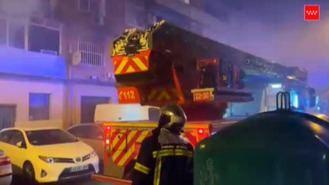 Un muerto y 21 heridos, dos graves, en el incendio de un edificio en Alcalá