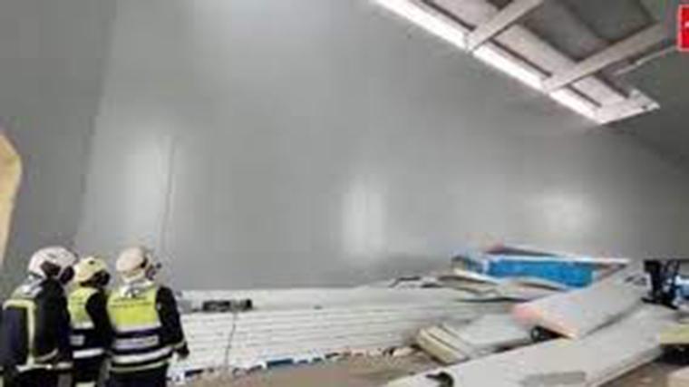 Un trabajador muerto y dos muy graves al caer de un falso techo en Alcalá