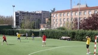 Afectados por el cierre de las instalaciones de fútbol y pádel del Canal se manifiestan