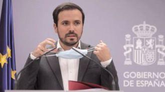Garzón ve 'erróneo' eliminar el impuesto a las tragaperras y denuncia 'nexos' del PP con el juego