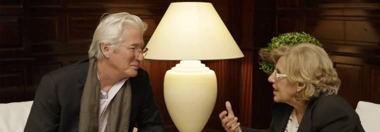 Carmena pide a Gere que invite al Dalai Lama a su Foro de Paz