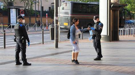 51.000 mascarillas se repartirán en el transporte público y puntos de la ciudad