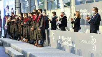 Partida asiste al acto de graduación de los alumnos de la Universidad Camilo José Cela
