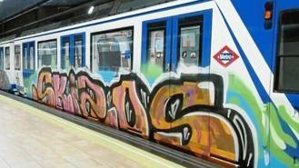 Detenidos dos grafiteros por pintar 70 m2 en tres vagones del Metro en Eugenia de Montijo