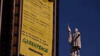 Una pancarta en Colón denuncia la 'factura ambiental' de los políticos