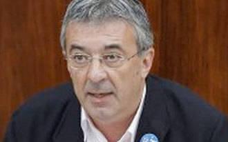 Gordo pone su cargo a disposición de los nuevos candidatos de IU