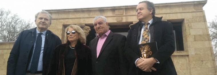 El egiptólogo Hawass pide a Almeida protección para el Templo de Debod