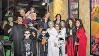 Niños y jóvenes particpan y se divierten en la `terrorífica´noche de Hallowen