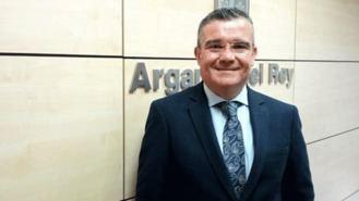 Hita da su apoyo a los concentrados ante el Ayuntamiento por unas pensiones dignas