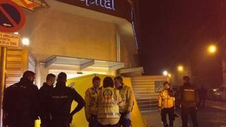 El fallecido a las puertas del hospital de Vallecas fue disparado por la policía en un `alunizaje´