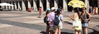 Los hoteleros aplauden a Carmena: Fin 'de la barra libre de pisos turísticos'