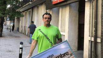 El actor César Vea, en huelga de hambre ante Ferraz para evitar desahucio