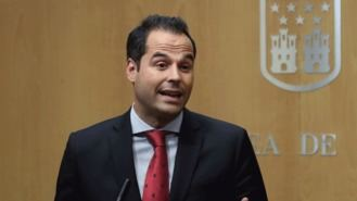 Aguado asumiría pero no firmaría un documento de Vox similar al de Murcia para Madrid