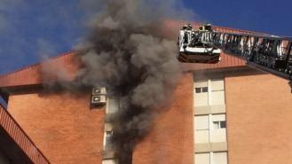 Un hombre muere en el incendio de un octavo piso en Villa de Vallecas