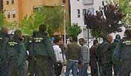 La policía vigila las viviendas del IVIMA ocupadas hace un año