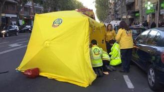 Una joven de 25 años herida muy grave tras ser atropellada por un autobús de la EMT