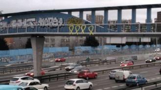 Lazos amarillos en varios puenttes de Madrid en 'solidaridad con los presos catalanes'