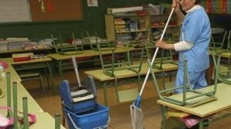 El Ayuntamiento rescinde el contrato de la limpieza de los colegios por 'graves incumplimientos'