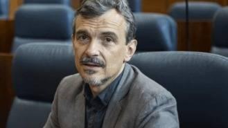 López (IU) denuncia la 'suciedad' de la perifieria de Madrid