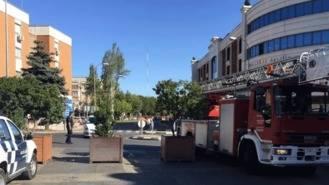 Grandes maceteros en las entradas de la calle Gran Vïa para la seguridad