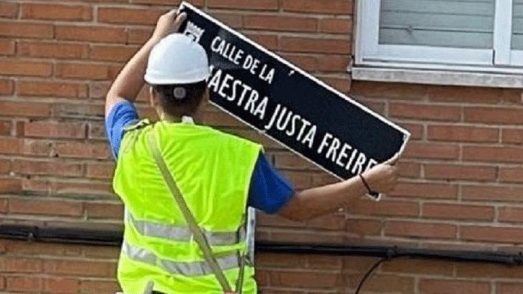 Manifestación para pedir al Ayuntamiento que devuelva la calle a la Maestra Justa Freire