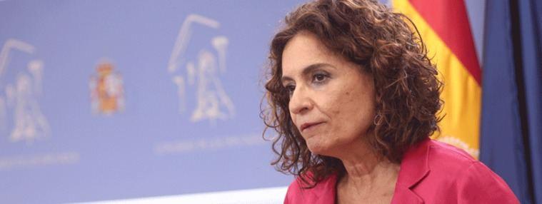 Montero da marcha atrás y autoriza a los ayuntamientos a gastar el superávit