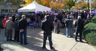 Un centenar de personas piden la apetura de la Biblioteca Central