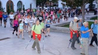 Vecinos de todas la edades se dieron cita en la Marcha Saludable Nocturna