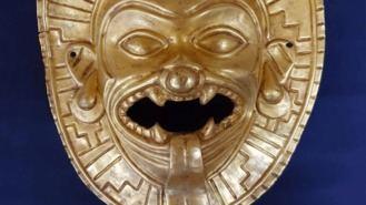 Incautada una máscara de oro precolombina expoliada en Colombia