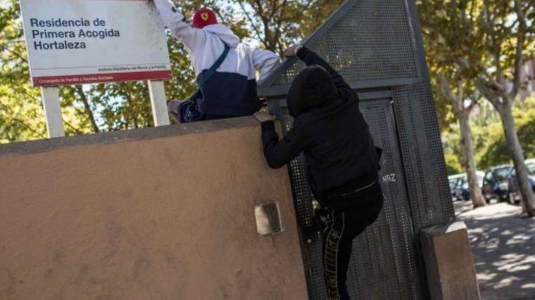 Vecinos de Hortaleza alertan que menores del Centro de Acogida saltan la valle y pasean