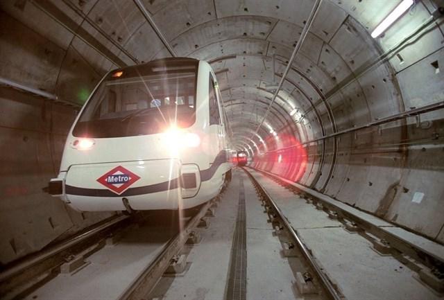 Metro ofrecerá tarjetas Multi 'precargadas' a los usuarios del aeropuerto para evitar aglomeraciones