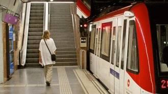 Detenido por pegar una paliza a un joven en el Metro tras decirle 'maricón, bujarra'