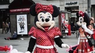 Dos `Minnie´detenidas por robar a turistas en la Puerta del Sol, escondían en el disfraz 8.000 €