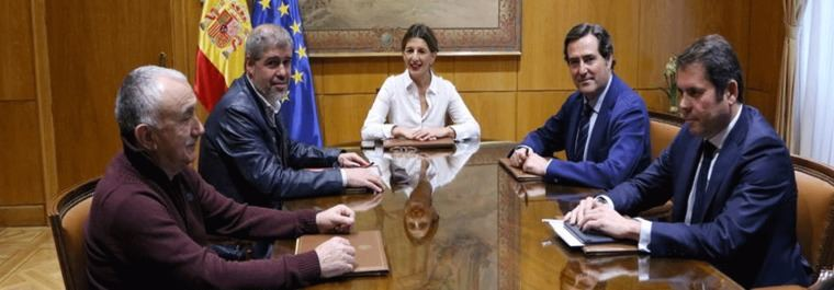 El Gobierno salta la primera valla: 950 euros para el SMI