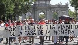 Protesta de trabajadores de la FNMT contra la secregación de los billetes