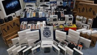 9 detenidos por comprar móviles con documentos falsos para revender