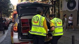 Una mujer de 71 años, grave tras ser atropellada por un coche cuando daba marcha atrás