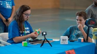Un centenar de jugadores de 9 paises participan en el III Open de Rubik
